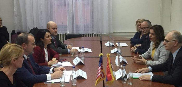 Sastanak sa ambasadorom SAD-a u Osnovnom sudu u Vranju